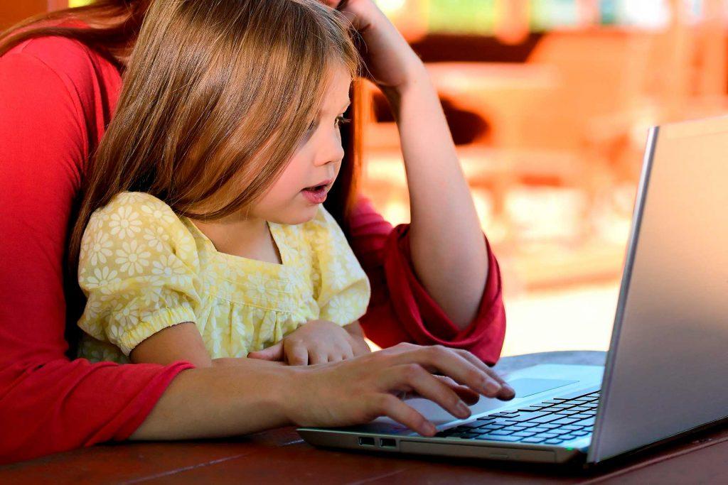 Una nena que vol aprendre a programar