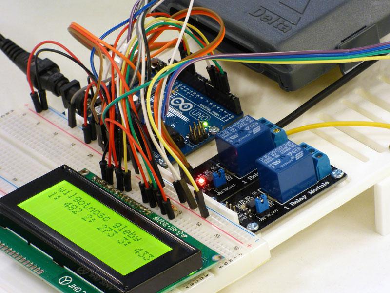 Arduino és una plataforma de hardware lliure basada en una placa a partir de la qual es poden crear objectes electrònics interactius